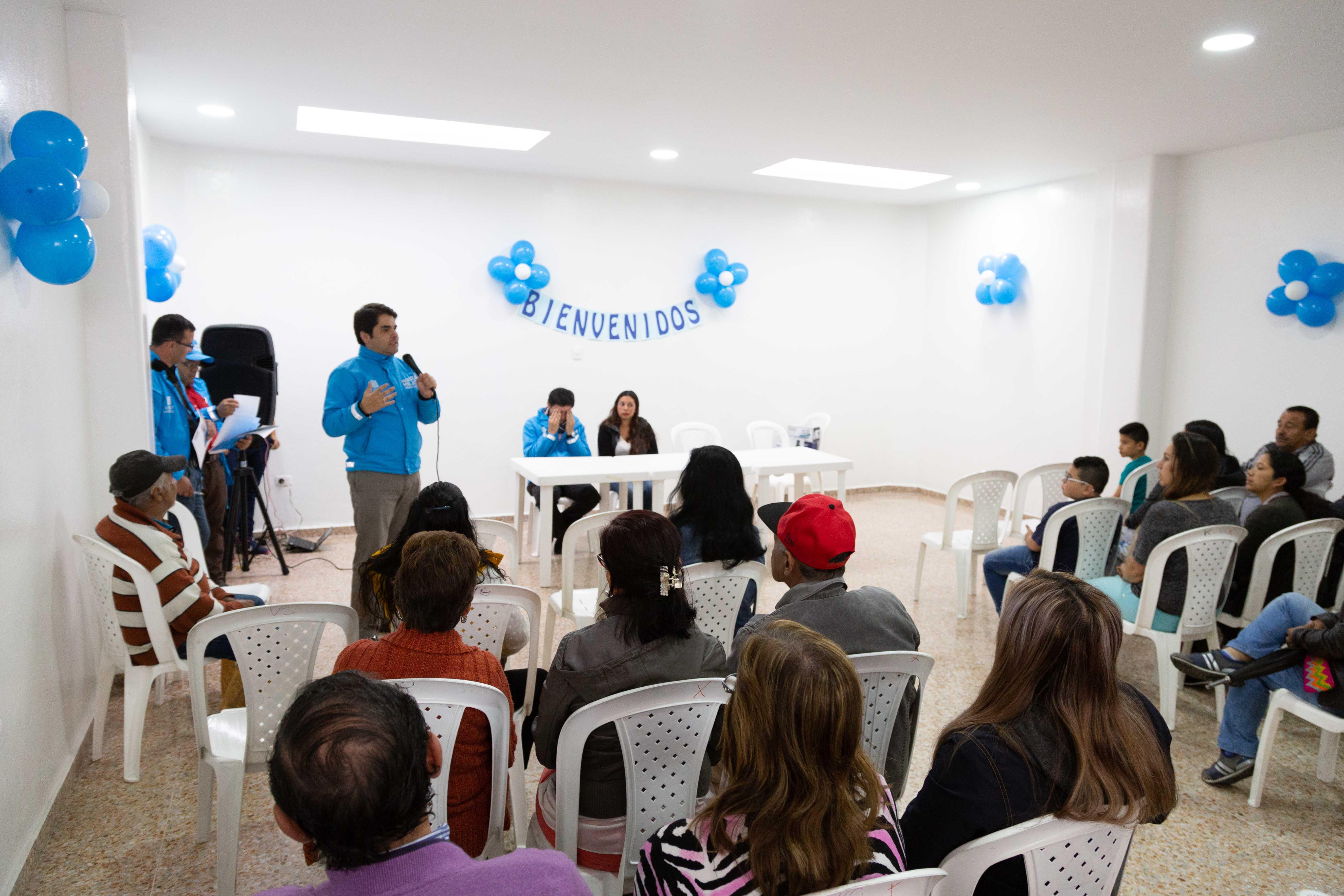 Alcaldía de Bogotá capacita a 97 familias del barrio Caracolí para adquirir vivienda