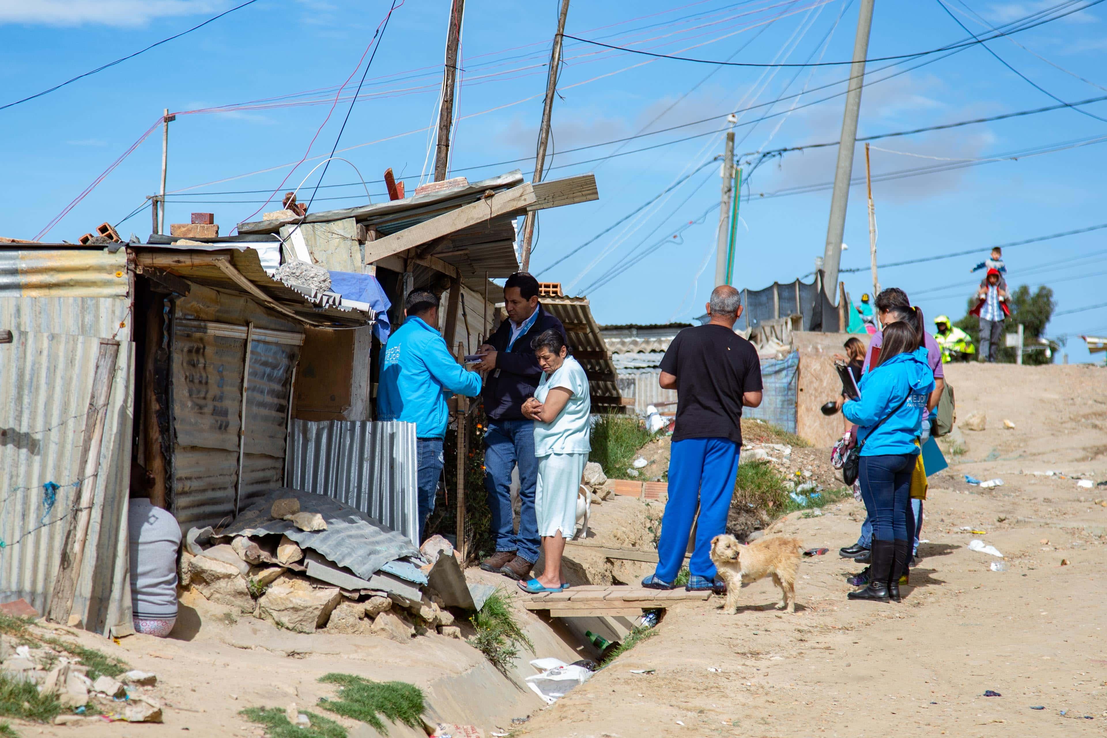 Proceso de reubicación de familias que viven en Caracolí,