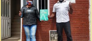 """La Administración Distrital avanza con la estrategia de entregar más títulos de propiedad en la ciudad. Este 30 de junio los habitantes del barrio Paraíso en la localidad de Ciudad Bolívar fueron beneficiados con la estrategia """"Titulación al Barrio"""", al recibir el documento equivalente a una escritura de propiedad."""